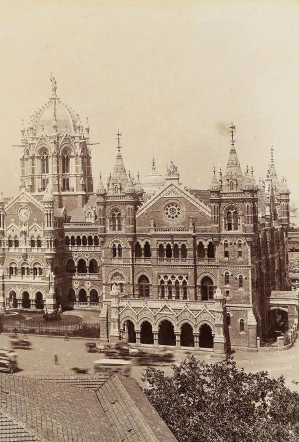 Quelle: Victoria Terminus, Bombay, Albumen print, c. 1890s, 9.25 x 7.25 inches.